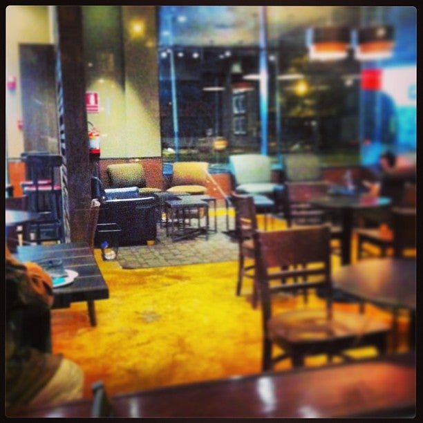 @allantd Allan Tito just checked in @ Starbucks Coffee (Lima, Peru)