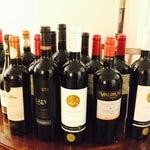 Cota de bebidas pra entrar no Brasil: 12litros, ou 16 garrafas de vinho. Se vc ainda está abaixo da cota, aproveite o dutyfree, pois os vinhos chilenos custam aqui menos da metade do preço no Brasil.