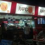 Lanchonete Rapid IN, é a lanchonete popular que a Infraero, está implantando nos aeroportos. Preços ótimos. Está no segundo andar no final de um corredor.