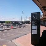 За 2 € автобус 46 довезет до Meyzieu, там трамвай 3, экономичнее не бывает. Автобус с 2 этажа терминала 3.