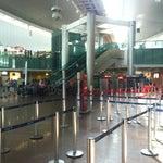 O terminal é bem moderno e aconchegante. Mas poderia ter mais guichês para despachar as bagagens, a fila quase sempre é grande. Ainda assim, um bom aeroporto.
