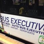 Chegando a Brasilia e precisar ir aos hotéis ou você vai de táxi (e paga R$50-60 a corrida) ou pega este ônibus executivo por R$ 8,00! Seguro e não congestionado! Ótima pedida!