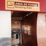 Hay área de fumar