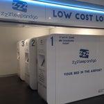 Хороший аэропорт, бесталантный wifi, надо только зарегестрироваться)) и даже есть charging point with bed ))) удобный шаттл в центр или другой аэропорт ))