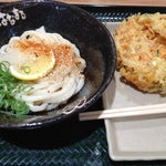 Photo taken at はなまるうどん サンストリート浜北店 by 赤尾 晃. on 8/26/2012