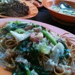 Photo taken at Damansara 福建面茶餐室 by Yuki L. on 5/27/2012