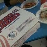 Photo taken at PizzaPizza by Ricardo R. on 2/7/2012