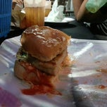 Photo taken at Black & White Burger by Ezat F. on 9/5/2012
