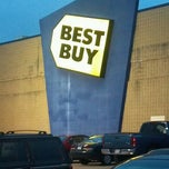 Photo taken at Best Buy by Kirk B. on 11/19/2011