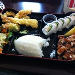 Photo taken at California Bowl Sushi & Teriyaki by Andrew S. on 11/10/2011