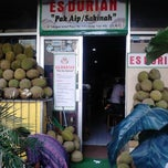 "Photo taken at ES DURIAN ""Pak Aip / Sakinah"" by JenzCorner N. on 8/23/2013"