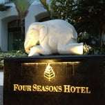 Photo taken at Four Seasons Hotel Bangkok by Ki Ki Y. on 3/15/2013