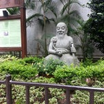 Photo taken at Queen Street Rest Garden 皇后街休憩花園 by jen l. on 4/20/2013