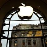 Photo taken at Apple Store, Regent Street by Jordy on 11/19/2012