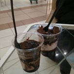 Photo taken at London Dairy Cafe مقهى لندن ديري by Ahmed a. on 6/27/2013