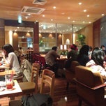 Photo taken at EXCELSIOR CAFFE 自由が丘マリクレール通り店 by Shinsuke S. on 4/14/2013