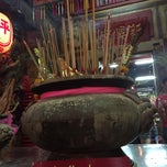 Photo taken at ศาลเจ้าแม่ทับทิม (อาม่า) by Thimsum S. on 2/18/2015