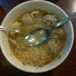 Photo taken at Bakso Lapangan Tembak Senayan by Sharleen S. on 9/28/2012