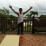 Photo taken at Baan Kantiang Villa Resort by Jaran S. on 9/28/2012