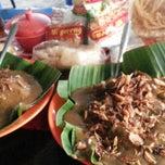 Photo taken at Sate Padang Triadi by Bun B. on 12/31/2014
