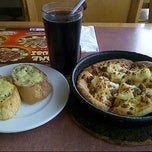 Photo taken at Pizza Hut by Marco on 9/23/2012
