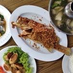 Photo taken at ร้านอาหารปากคลอง ชะอํา by Nares V. on 5/4/2014