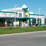 Photo taken at Quaker Steak & Lube® by Jonathan P. on 10/21/2012
