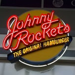 Photo taken at Johnny Rockets by mark c. on 8/3/2011