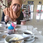 Photo taken at Trading House Kopi Sindoro Sumbing by Arif A. on 1/14/2014