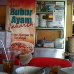 Photo taken at Bubur Ayam Jakarta Manyar by Ria W. on 3/22/2013