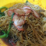 Photo taken at Sin Hoe Hin Rowell Road Wonton Mee by Pierce Q. on 4/10/2014