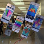 Photo taken at Apple Store, Maine Mall by David B. on 5/25/2013