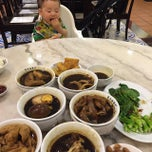 Photo taken at Pao Xiang Bak Kut Teh (宝香绑线肉骨茶) by Paul S. on 4/9/2015