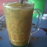 Photo taken at Es Cendol Mroso by Sarra F. on 4/21/2013