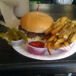Photo taken at Hubcap Grill by Lexi Soffer on 4/5/2013
