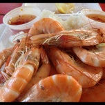 Photo taken at Romy's Kahuku Prawns & Shrimp Hut by Edward L. on 11/22/2012