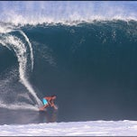 Photo taken at Banzai Pipeline, North Shore by Edward L. on 10/28/2012