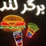 Foto tomada en Burger Land por Kamyar el 8/9/2013