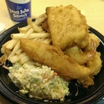 Photo taken at Long John Silvers by Alroy B. on 2/25/2014