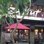 Photo taken at Pizza Hut by Azlan on 10/6/2011