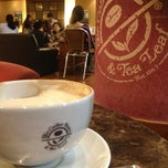 Photo taken at The Coffee Bean & Tea Leaf by Sheree Lee C. on 3/10/2013
