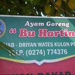 Photo taken at Ayam Goreng Bu Hartini by Bimo S. on 12/26/2013