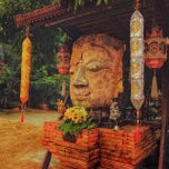 Photo taken at วัดเจ็ดลิน (Wat Chet Lin) by Pomme V. on 4/14/2015