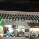 Photo taken at Café Du Monde by Donna N. on 5/22/2013