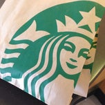 Photo taken at Starbucks by Fernando M. on 10/20/2013