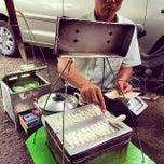 Photo taken at Bakmi Ayam Bangka Yungli 48 by Kuliner M. on 1/3/2014