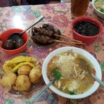Photo taken at Soto ayam 61 by Nenita T. on 4/29/2013