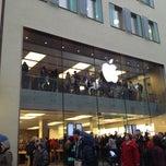 Das Foto wurde bei Apple Store, Rosenstraße von Evgeny S. am 1/4/2013 aufgenommen