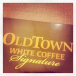 Photo taken at OldTown White Coffee by shahril s. on 10/14/2012