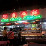 Photo taken at Ling Loong Seafood No. 6 Topspot by Chin C. on 10/4/2012